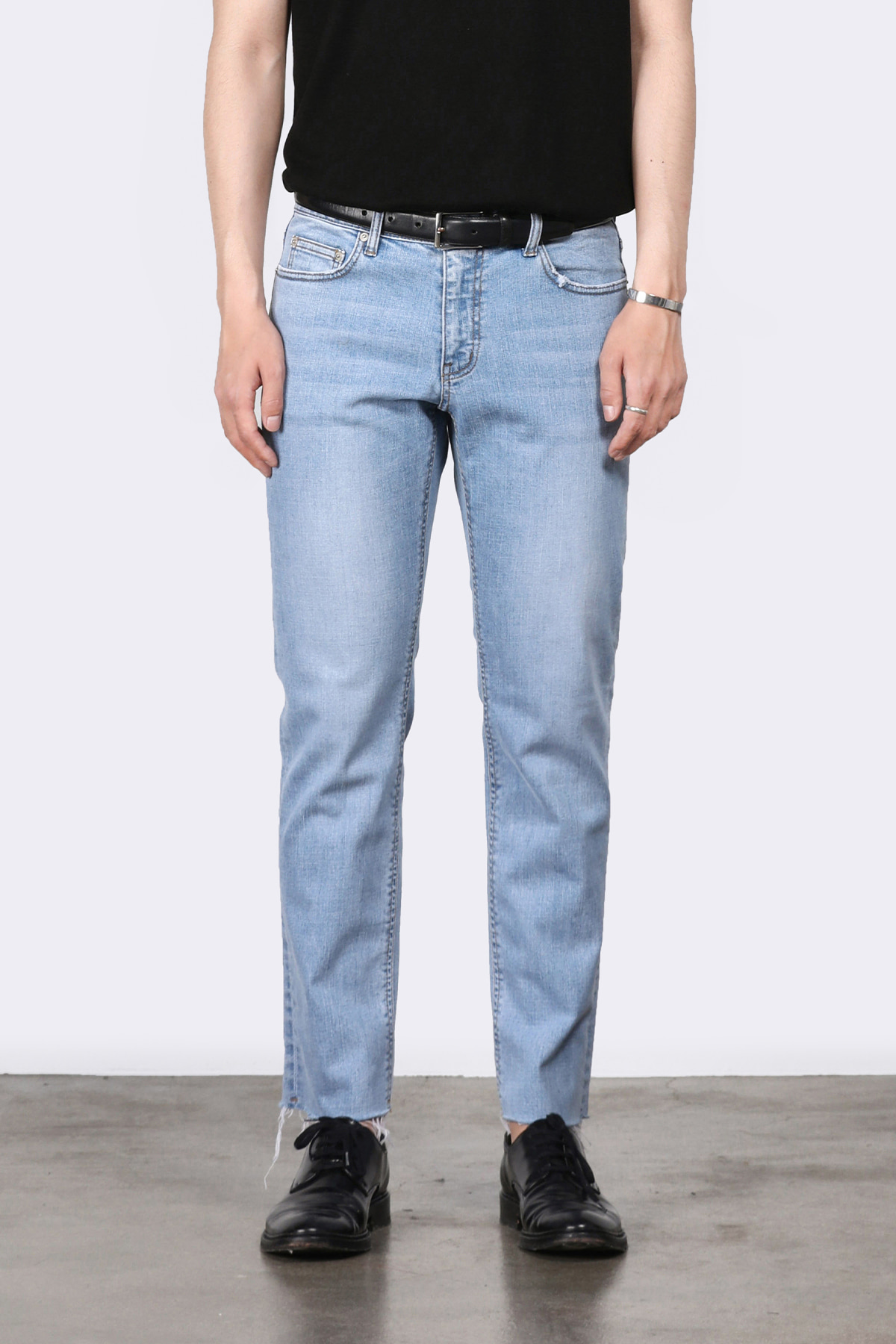 #0210 newtral blue slim crop jeans